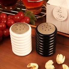 Black and White Salt/Pepper Shaker Set